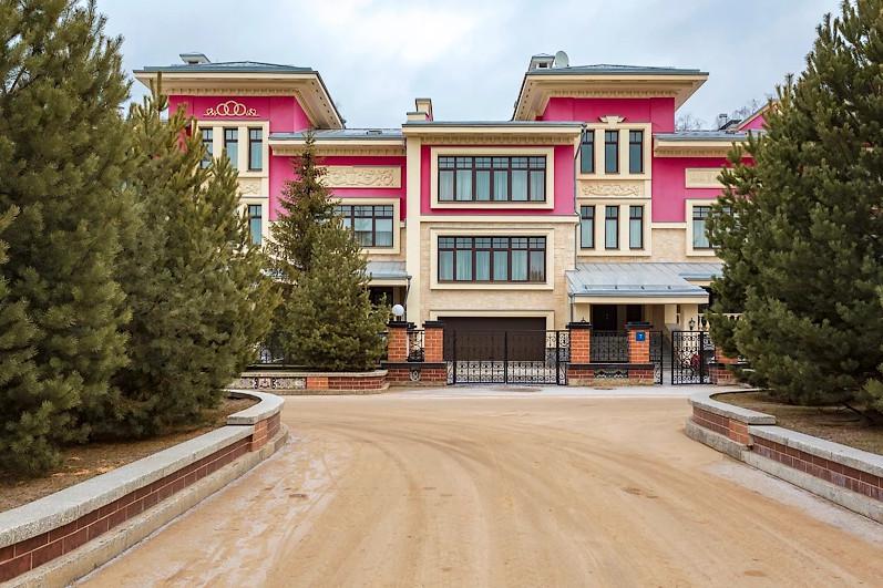Таунхаус с отделкой под ключ в Азарово